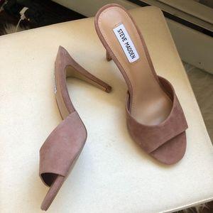 Shoes - tan heels- never worn